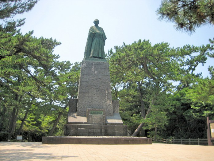 02 Statue of Ryoma Sakamoto