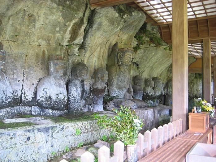 01 Usuki Stone Buddhas