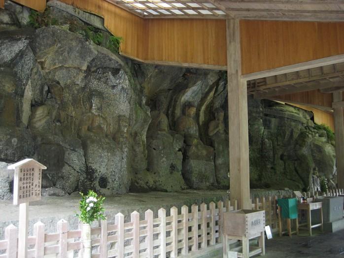 04 Usuki Stone Buddhas