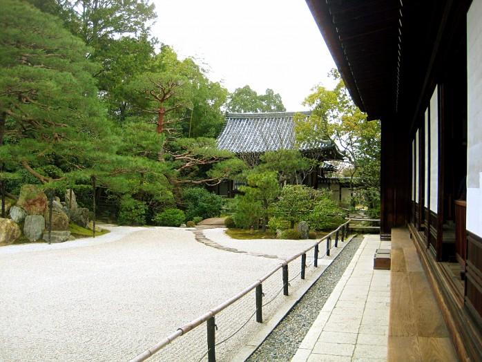 04-konchi-in-temple