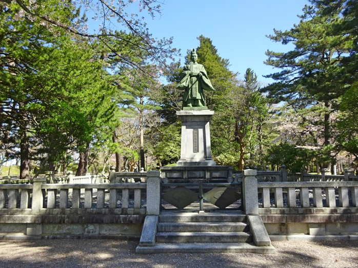 11 Senshu Park_The statue of Yoahitaka Satake